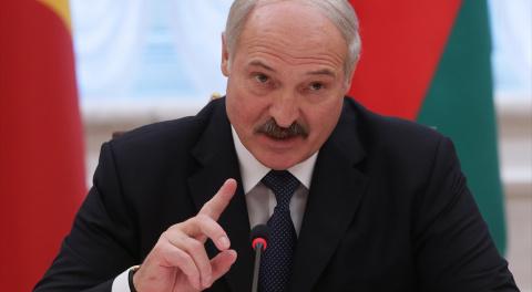Лукашенко опять встал в позу