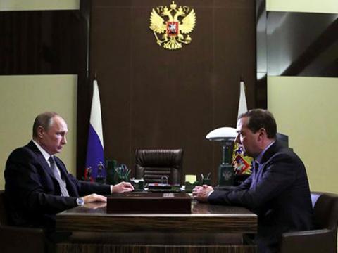 Медведев обещает: через два …