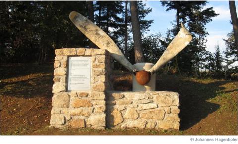 Семья в Австрии установила памятник погибшим советским солдатам