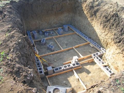 Постройка подземного бункера…