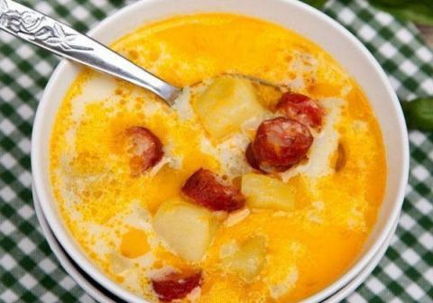 Суп с копчеными колбасками