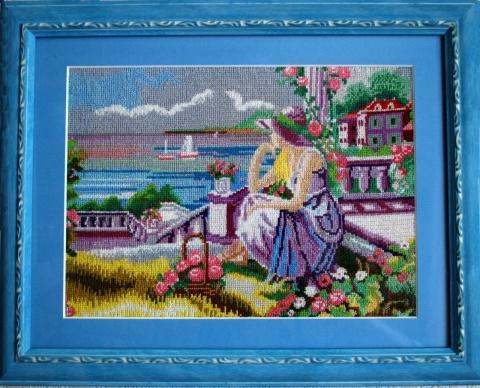 Девушка у моря в голубой раме