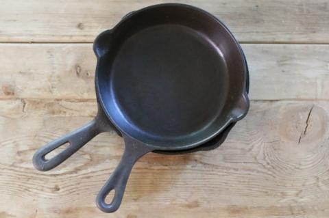 Как очистить чугунную сковородку