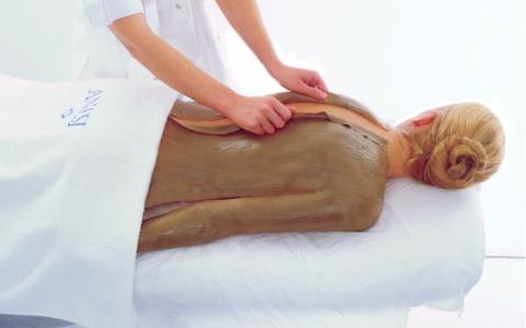 Ручной массаж с обертыванием: борьба с целлюлитом комплексными методами.