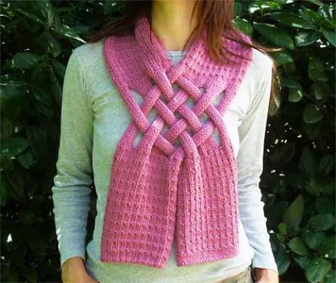и шарф и украшение