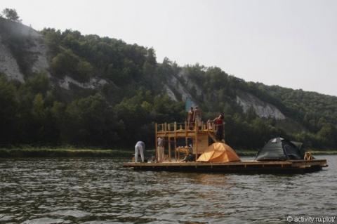 Сплав на лодке или самодельном плоту