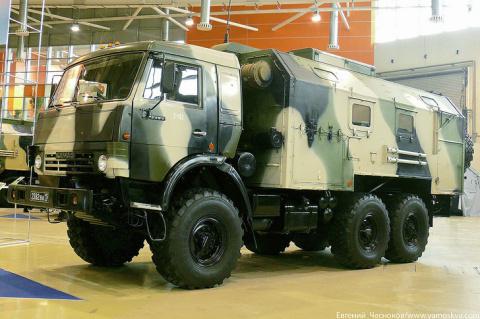 В ЗВО поступили командно-штабные машины и станции спутниковой связи