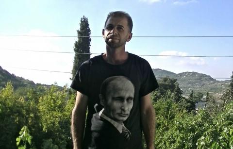 Сирийцы надевают футболки с …