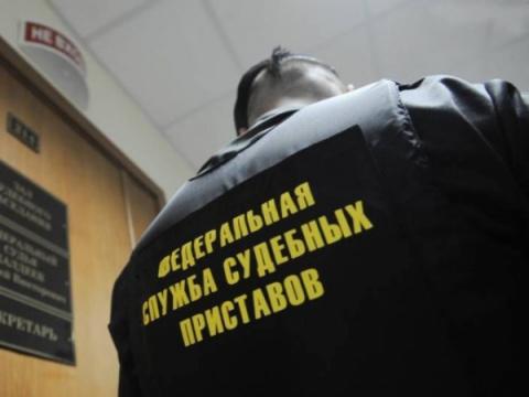 ИзПетербурга депортировали …