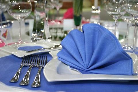 Искусство сервировки стола: салфетки - 2 самых легких, но красивых способа оформления салфеток