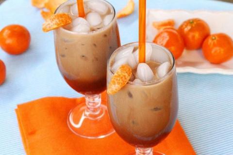 Мокка со льдом и мандарином.