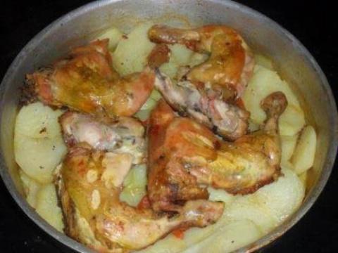 Курица с картошкой в духовке…