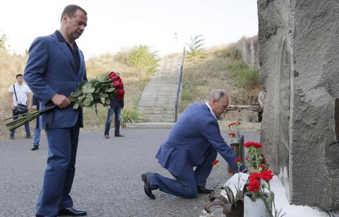 Путин и Медведев почтили пам…
