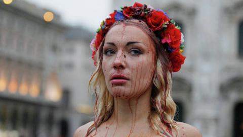 Активисток Femen избили на мусульманской конференции. ВИДЕО