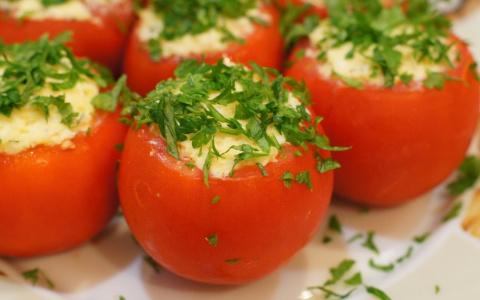 Быстрая закуска. Фаршированные помидоры