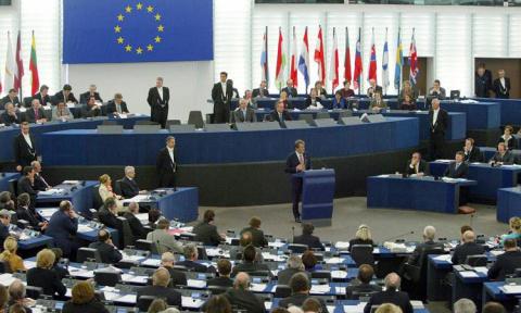 Запад в шоке: в Европарламенте потребовали от Порошенко прекратить бомбить Донбасс