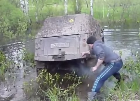 Наглядный урок о том, как НЕ НАДО мыть машину. Лес проучил умника!