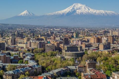 За неделю Ереван открылся с …