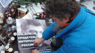 Место убийства Немцова разгромлено вандалами