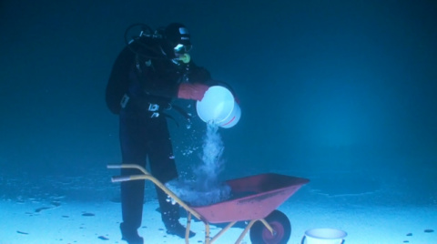 Рыбалка к ВВЕРХ ногами. #Рыбак подо льдом! СМОТРИТЕ сами, разберетесь что к чему!