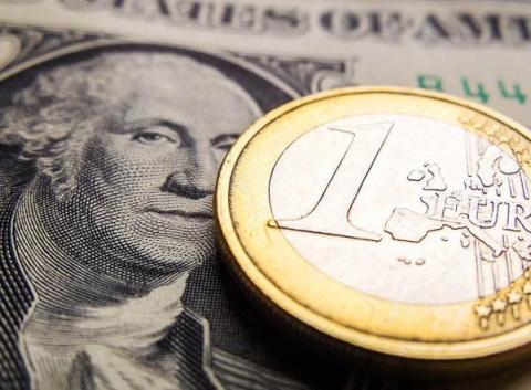 Евро превысил 72 рубля впервые с сентября