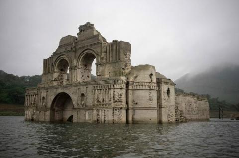 400-летняя церковь посреди водохранилища