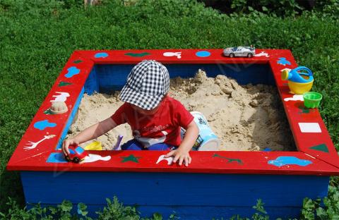 Как построить детскую песочницу своими руками?