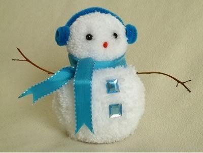 Снеговик изпомпонов (бамбошек)