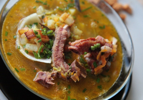 Вкуснейший гороховый суп с копчёностями и жареной картошкой