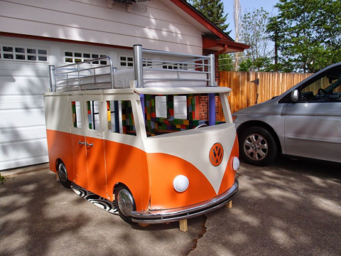 Детская кровать и игровой домик в виде фургона Volkswagen своими руками