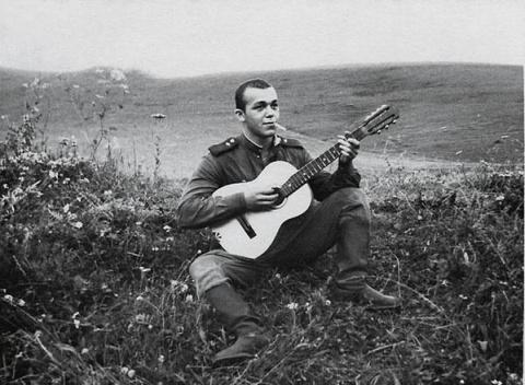 Рядовой Иосиф Кобзон. СССР, 1958 г....