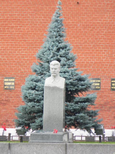 России нужен Сталин-центр, а не Ельцин