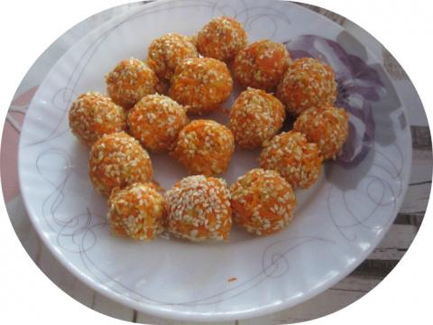 Морковные шарики в кунжуте