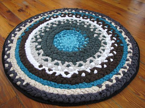 Коврик из косичек и лохматый коврик для дома.