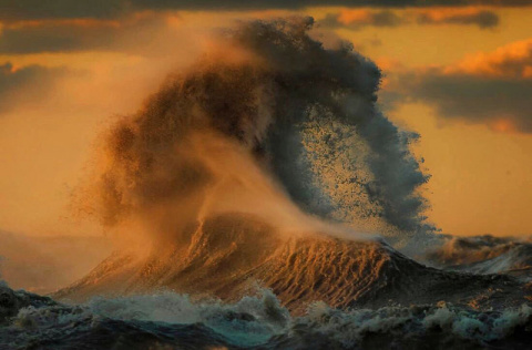 Водяные горы: величие волн озера Эри