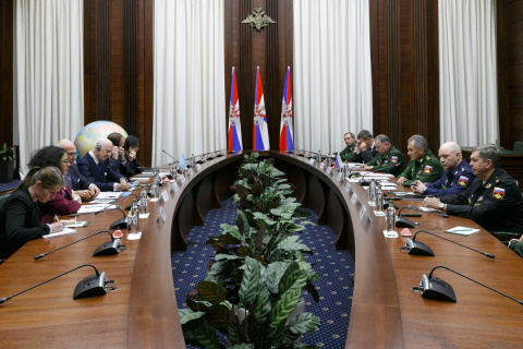 Министр обороны России провел в Москве встречу со спецпредставителем генерального секретаря ООН по Сирии
