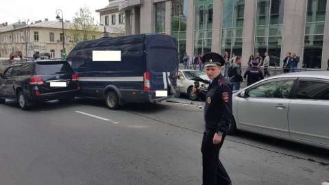 19 машин пострадали в массовом ДТП с большегрузом во Владивостоке