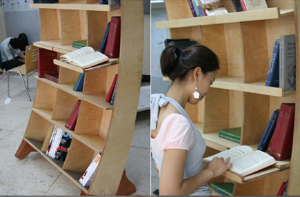 Неправильный шкаф с книгами