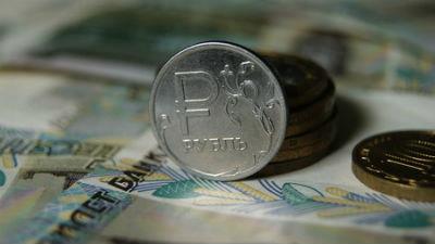 Как уберечь топ-менеджеров от девальвации рубля, решают в крупнейших российских компаниях