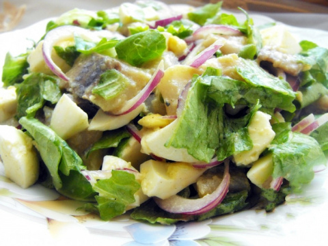 """Салат с сельдью """"Отпад"""": готовьте сразу много, будут просить добавки"""