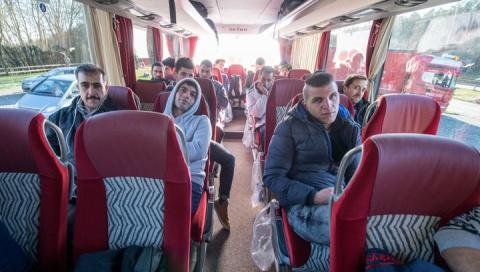 Баварский чиновник, недовольный политикой Меркель, отправил ей автобус мигрантов