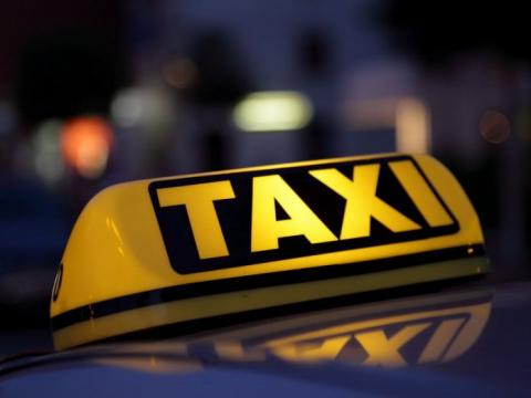 Водитель такси уже было реши…