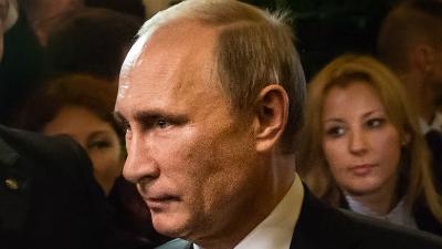Путин поручил МВД выяснить в…
