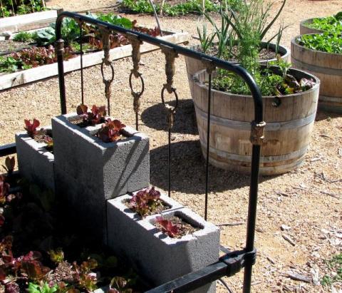 Идеи использования шлакобетонных блоков в дизайне сада