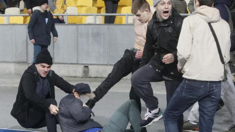 «Было очень страшно»: французские болельщики шокированы нападением на матче в Киеве