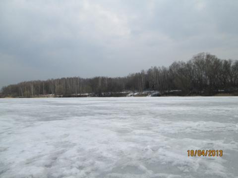 Апрельское озеро.