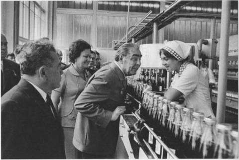Как Леонид Брежнев позволил пепси-коле завоевать СССР
