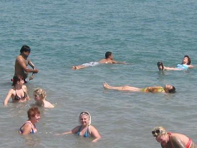Купание партнеров Валери Элит в Мертвом море