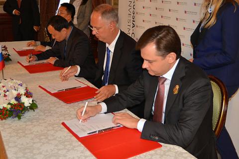 Россия и Китай намерены продать в Азии 100 самолетов Sukhoi SuperJet 100