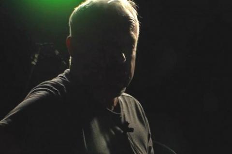 Герои вчерашних дней. Макаревич исполнил философскую песню о братьях и глистах